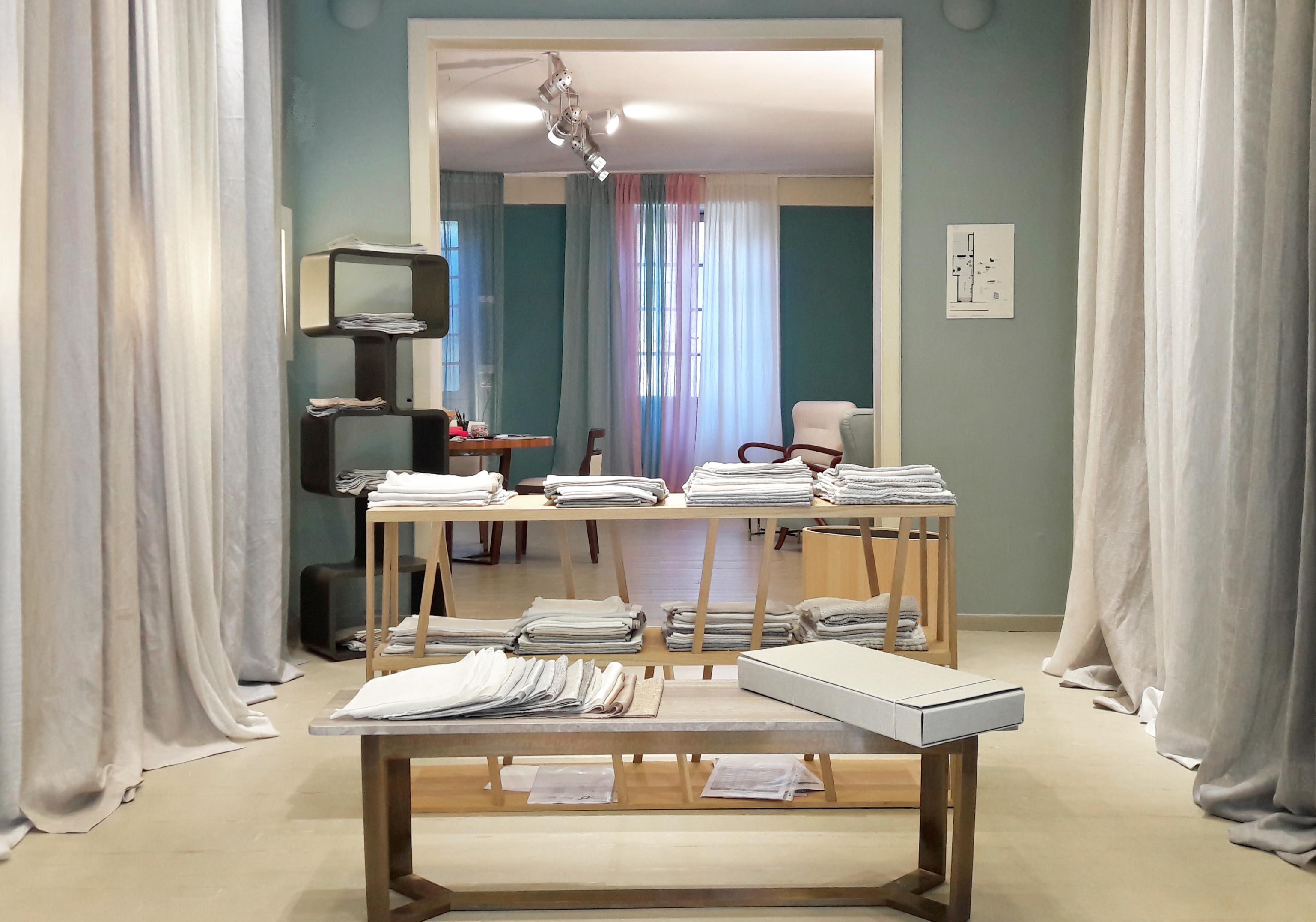 stand-exhibition-interior-fabrics-linen